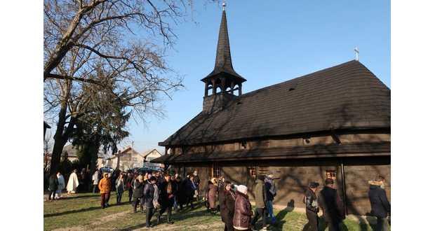 Felszentelték a tiszabökényi görögkatolikus fatemplomot