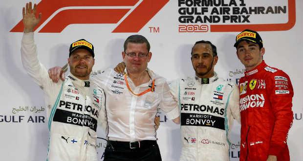 Hamilton nyerte a Forma-1-es Bahreini Nagydíjat