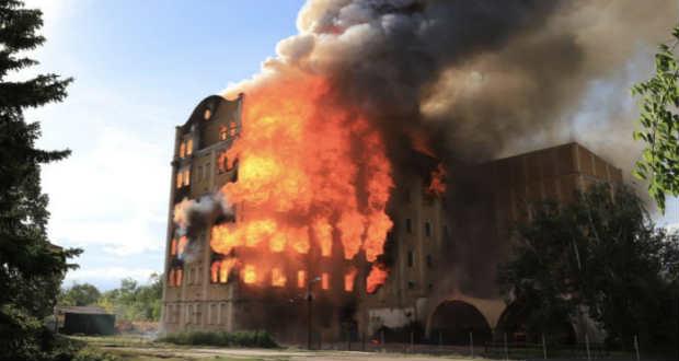 Leégett az egykori István-malom épülete Békéscsabán