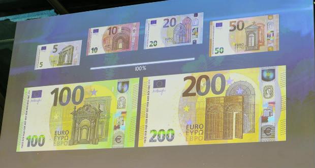 Forgalomba kerültek az új 100 és 200 eurós bankjegyek