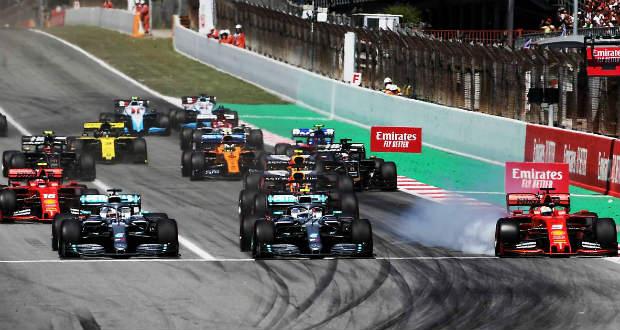 Hamilton nyerte a rajtversenyt – ötödször duplázott a Mercedes!
