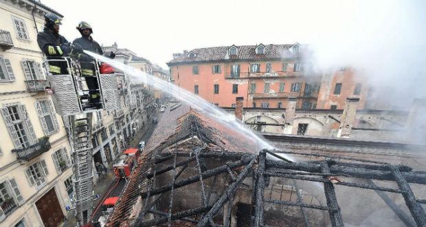 Tűzvész pusztított a torinói királyi lovardában