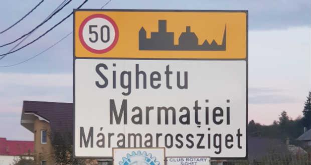 Két napig álltak Máramarossziget kétnyelvű helységnévtáblái