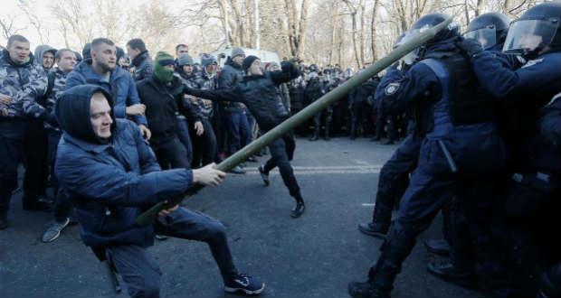 Tüntetők csaptak össze rendőrökkel Kijevben