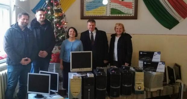 Számítástechnikai eszközöket kapott a beregszászi 7. számú iskola