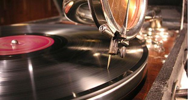 Régi karácsonyi gramofonfelvételek hallgathatók a Széchényi könyvtár blogján