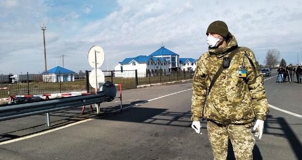 Ukrajnában kötelező a hazatérők elszigetelése, az orosz kormányfő kiterjesztené a korlátozásokat