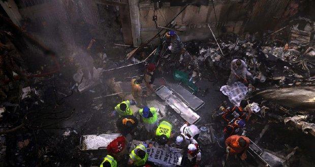 Lakónegyedre zuhant egy utasszállító Pakisztánban