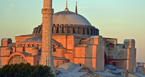 A török elnök elrendelte az isztambuli Hagia Sophia mecsetté alakítását
