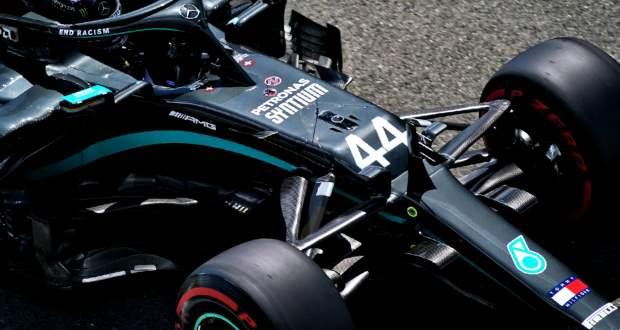 Defektes autóval szelte át elsőként a célvonalat Lewis Hamilton a Brit Nagydíjon