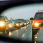 Járművezetők figyelmébe: mától kötelező a fényszórók használata