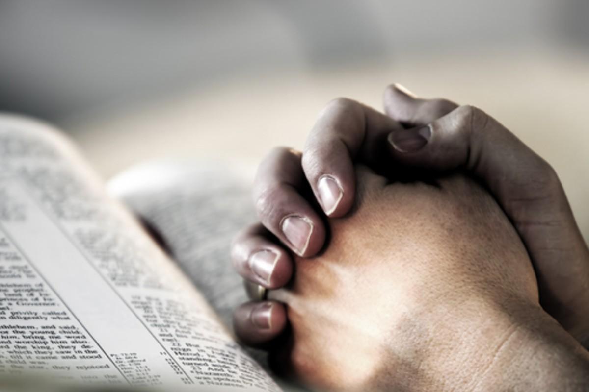 imádkozás Biblia kéz