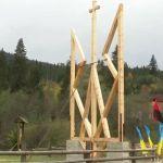 Ukrajna legnagyobb fából készült címerét állították fel a Rahói járásban