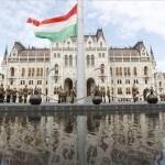 Idén a zászlófelvonás lesz a központi esemény Magyarországon