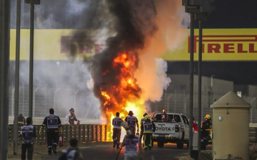 Méteres lángokkal égett Grosjean autója a Bahreini Nagydíjon