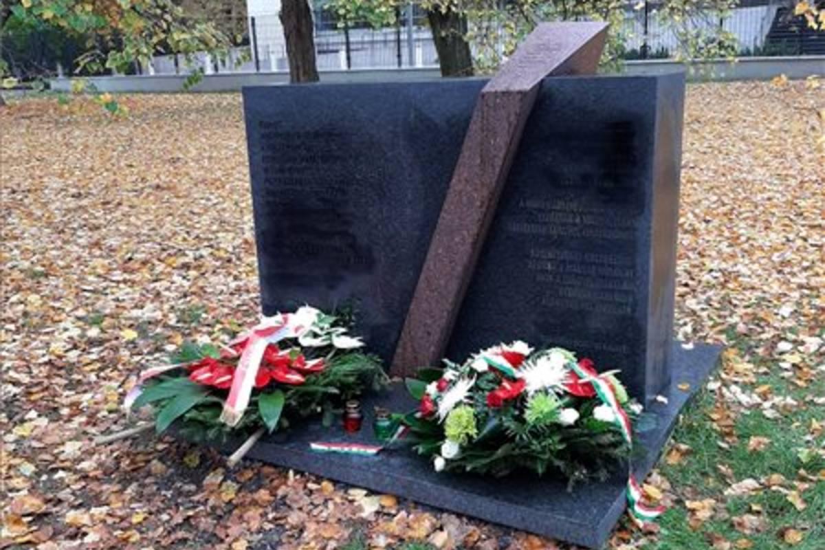 varsói magyar emlékmű