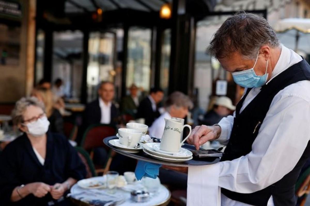 étterem kiszolgáló pincér szájmaszk