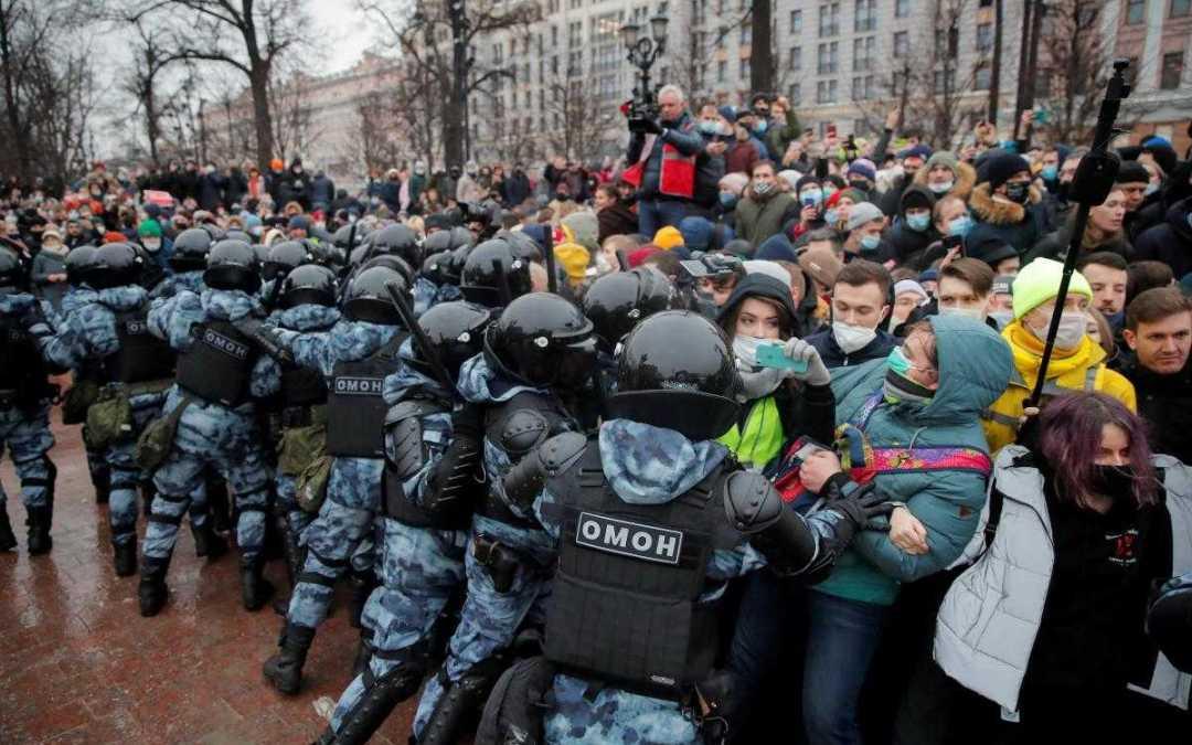 Az Európai Unió elítélte az oroszországi rendőri erőszakot és őrizetbe vételeket