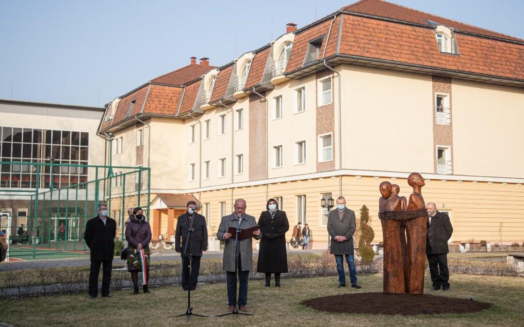 Felavatták a kommunizmus áldozatainak emlékművét a Rákóczi‐főiskolán