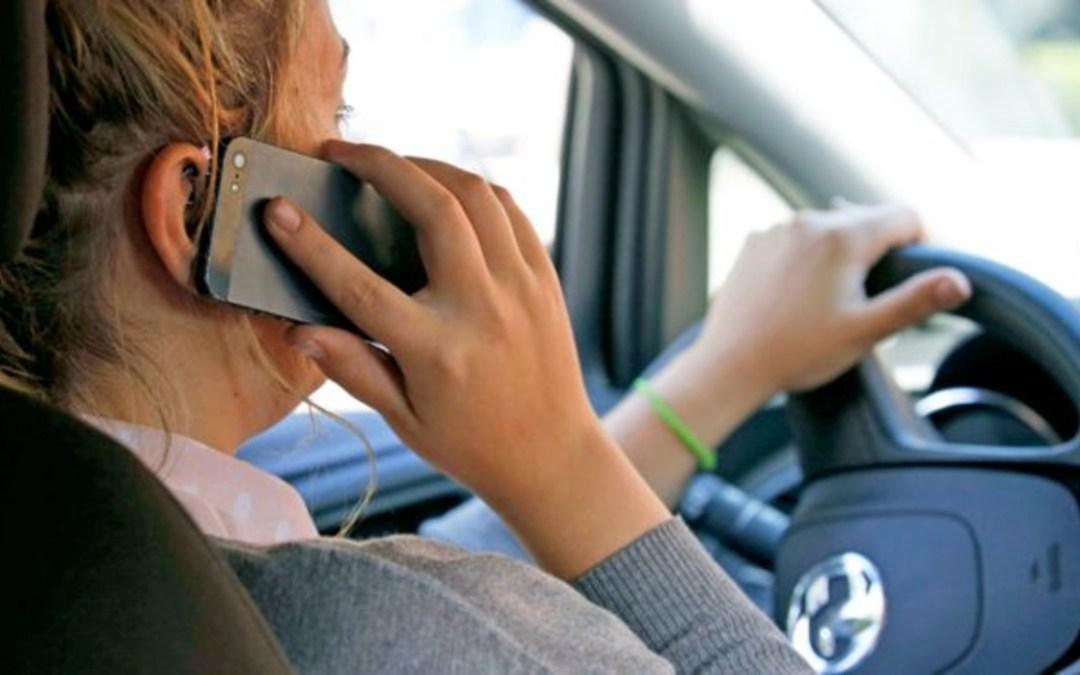 Több mint 70 esetben bírságoltak meg telefonáló sofőröket Kárpátalján