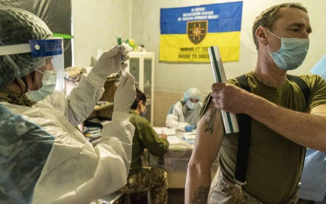 Koronavírus Ukrajnában: Kevesebb, mint egymillióan kapták meg az első oltásukat