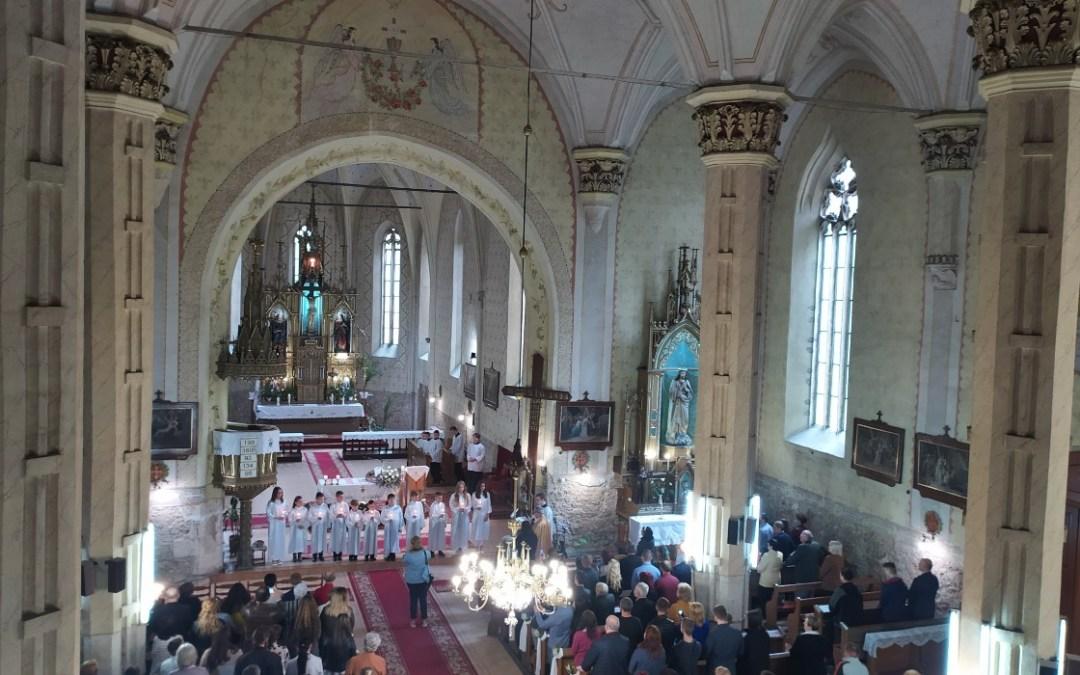 Tizenegyen járultak első szentáldozáshoz Beregszászban