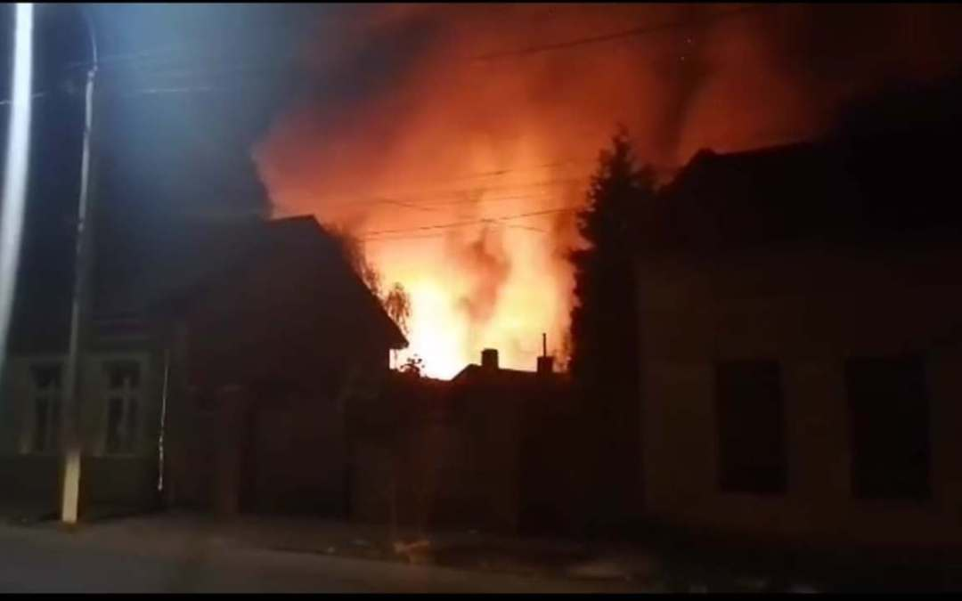 Lángokban áll az ungvári romatábor
