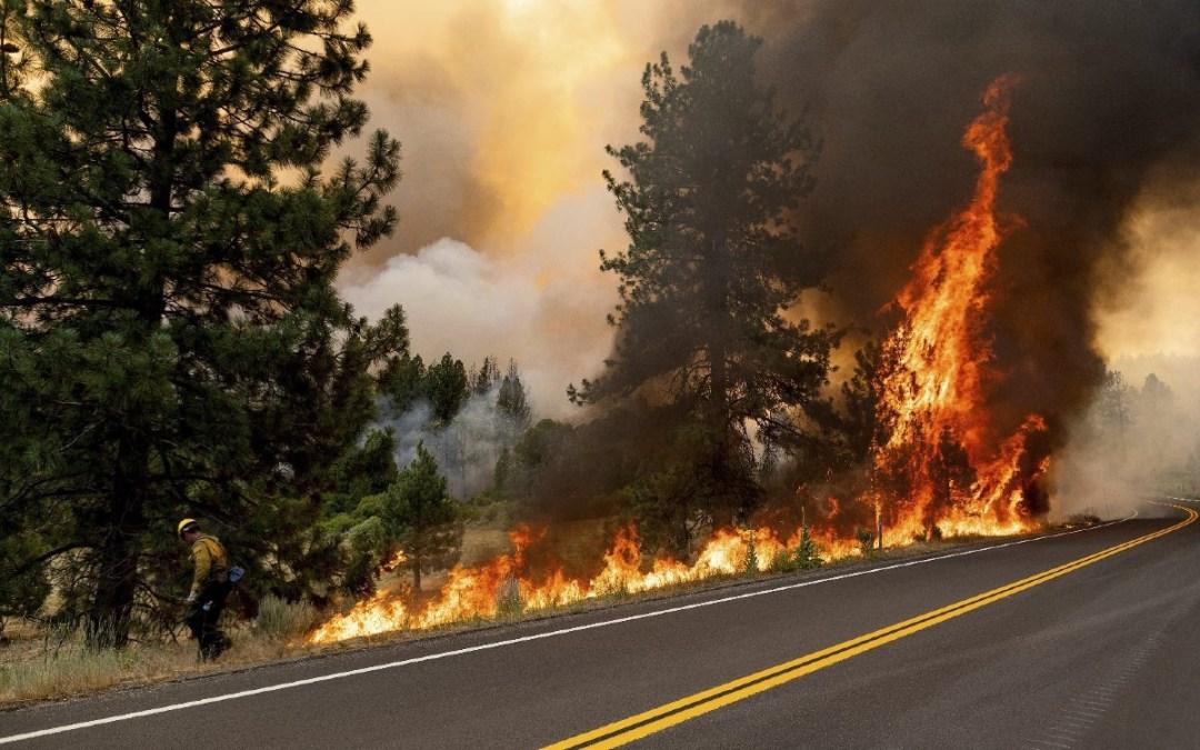 Megállíthatatlanul tombol a tűz Kaliforniában
