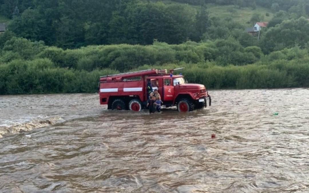 Folyóból mentettek ki a tűzoltók három gyereket az Ökörmezei járásban