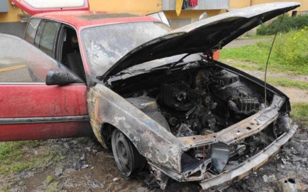 Kigyulladt egy autó Ungváron