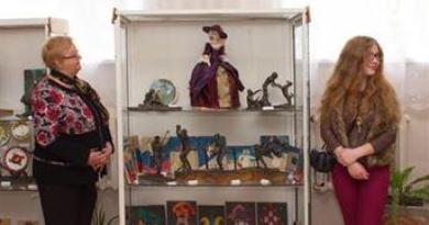 Отчетная выставка ДШИ отделения изобразительного искусства 2014 года.