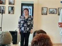 Тамара Окян читает стихотворение, посвященное медикам Карпинска