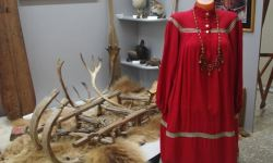 Тардиционнное мансийское женское платье