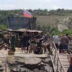 На наших позициях в Станице Луганской сняли украинские флаги, «чтобы не раздражать ту сторону» — по прямому распоряжению Зеленского