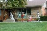 Geschmückte Vorgärten für Halloween