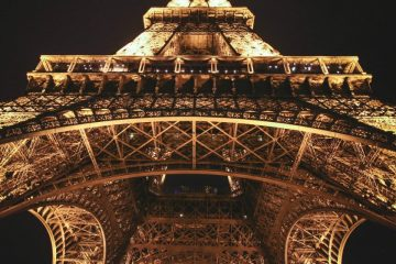 Eiffel Tower feature