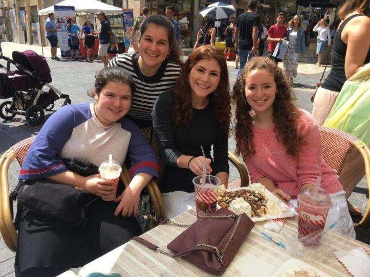 Mentors share a bite to eat with students abroad