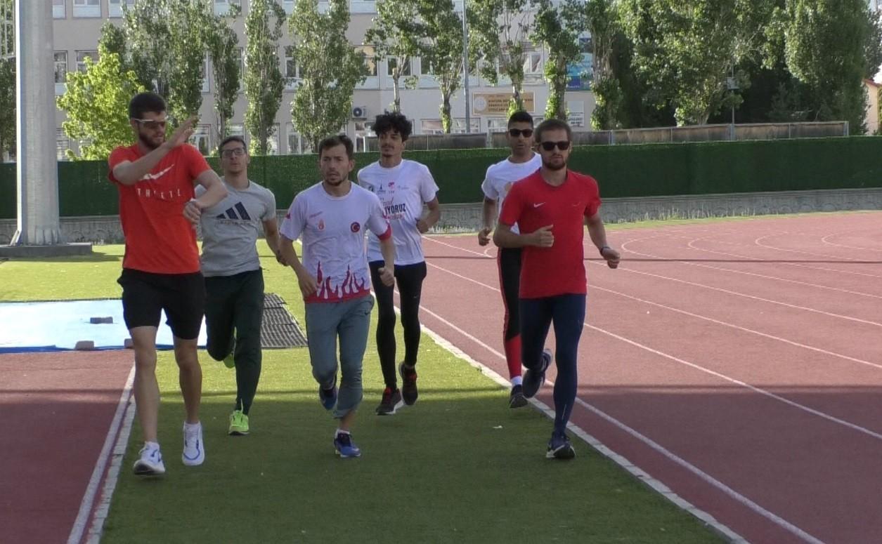 İşitme Engelliler Atletizm Milli Takımı Dünya Şampiyonası hazırlıklarını Kars'ta sürdürüyor
