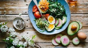 Υγεία εγκεφάλου: Οι 6 τροφές που επιβάλλεται να τρώτε όσο μεγαλώνετε