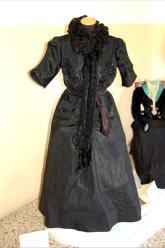 abito in taffetas ricamo jais e collaretta in chiffone fine 1800