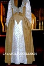 vestiti rinascimentali - vestiti stile 700 - vestiti in tessuto broccato - bicolore bianco e ocra - la camelia collezioni