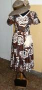 Moda del tempo libero anni 50 / 60 - vestito maron fantasia a fiori con accessori en pendant
