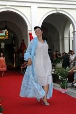 lingerie azzurra e vestaglia