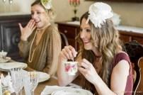 da sinistra: abito in seta georgette color cacao a pois bianchi con cache coeur - abito bordeaux aderente color vinaccia con grosso nodo a caschimpetto