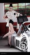 intimo modellante 1940 e blusa in seta pura a pois 1960 con guantini per guida sportiva 1960