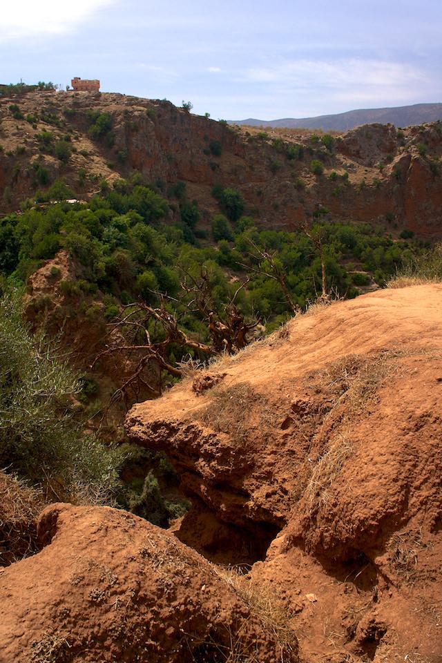 Widoki zeszlaku wokół wodospadu Ouzoud