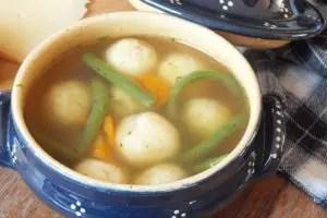 Speckknödel Suppe