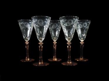 残3脚、花葉紋ピンクステムウォーター/ワイングラス