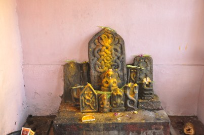 Stones_slabs_with_relief_of_the_snake_deity_Naga_in_the_Rameshwara_Temple_at_Keladi