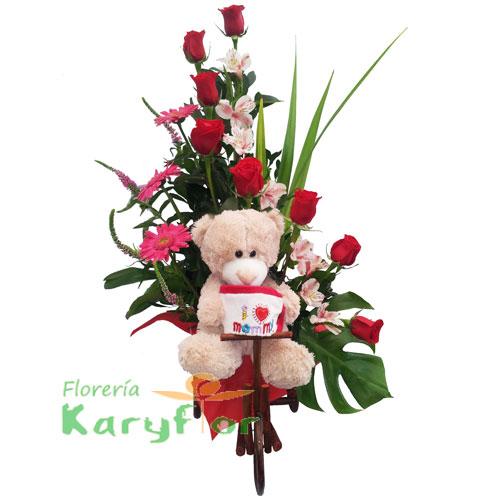 Arreglo floral elaborado en carretita de troncos, contiene 8 rosas importadas, gerberas, variedad de flores y fino follaje. Incluye peluche y tarjeta de dedicatoria Pueden adicionarles chocolates y peluches ingresando a la opción REGALOS en la parte superior de la Pág. web